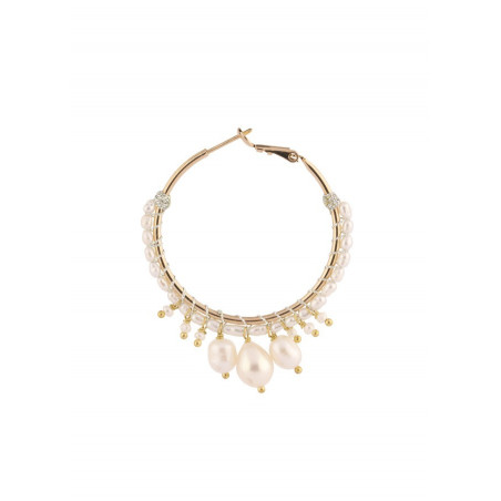 Boucles d'oreilles créoles chic métal doré et perles de rivière | Blanc