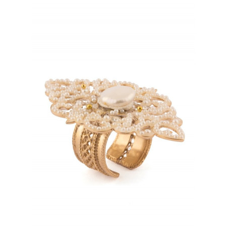 Bright fashion ring in golden metal crystals | White