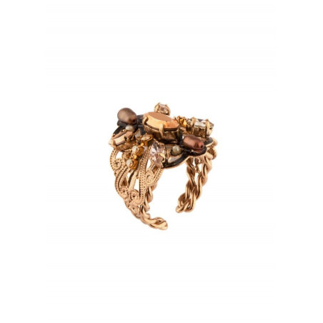 Luxury ring with crystals and gold metal   Golden