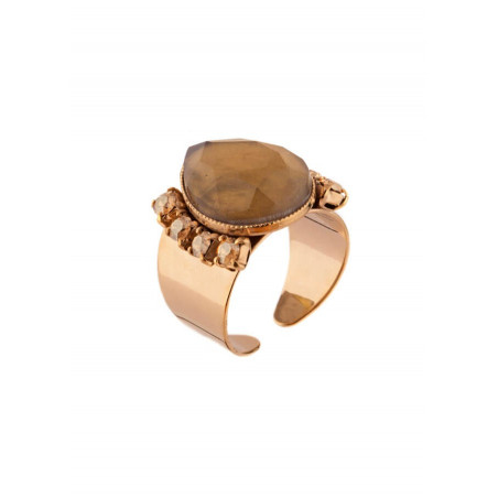Elegant ring with crystals and gold metal | Golden