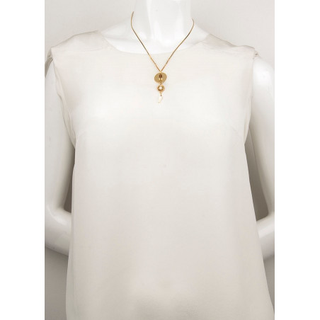 Bohemian mother-of-pearl and Japanese bead pendant necklace | brown74086