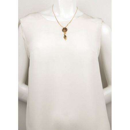 Ethnic feather  and mother-of-pearl bead pendant necklace | brown74091
