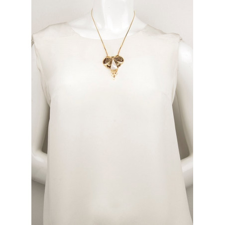 Ethnic chic feather and mother-of-pearl pendant necklace   brown74106