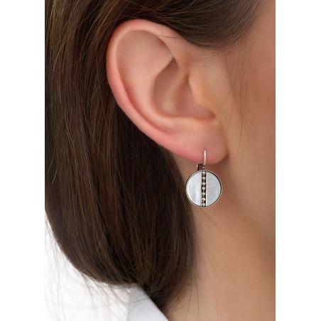 Boucles d'oreilles dormeuses raffinées nacre et métal | blanc84597