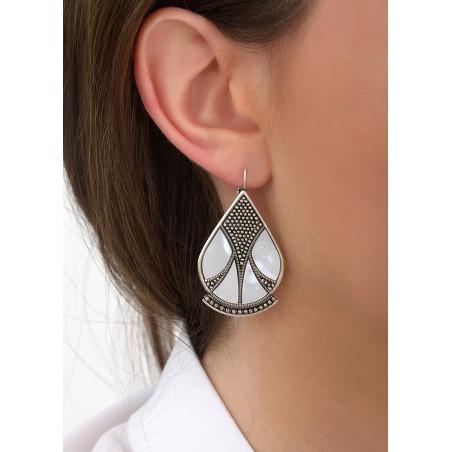 Boucles d'oreilles dormeuses modernes nacre et métal | blanc84652