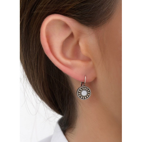 Boucles d'oreilles dormeuses intemporelles métal et nacre | blanc84667